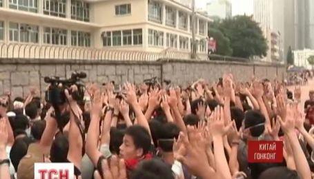 В Гонконге демонстранты готовы захватывать правительственные здания
