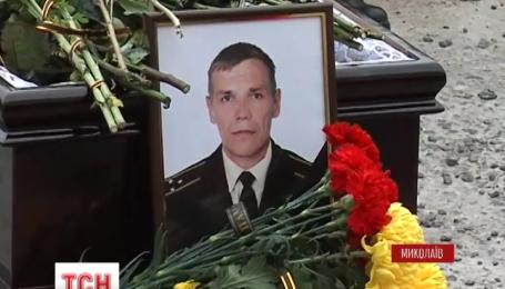 С четырьмя бойцами батальону теробороны попрощались утром в Николаеве