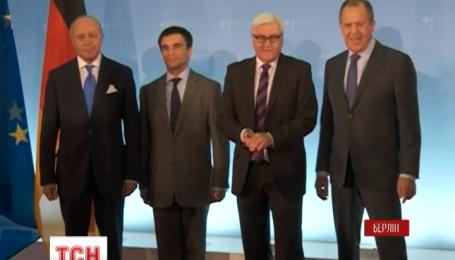 В Берлине продолжается закрытая встреча четырех министров иностранных дел