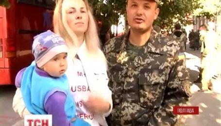 Цветами и объятиями встретила Полтава своих бойцов сводного отряда правоохранителей
