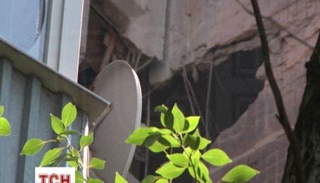 Жилые кварталы Донецка изуродованные взрывами, люди прячутся в бомбоубежищах