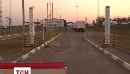 Вантажівки з гуманітарною допомогою з Росії залишаються на КПП