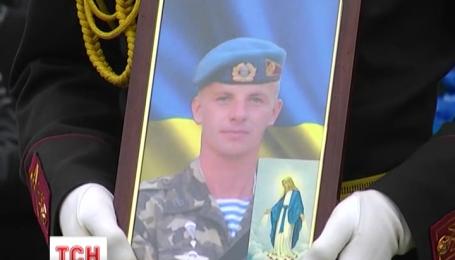 Львів'яни провели в останню путь героя, який загинув у зоні АТО