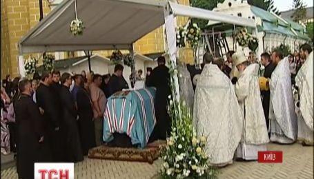 В Киево-Печерской Лавре началось отпевание митрополита Владимира
