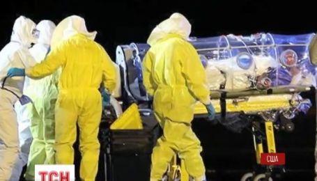 Другий випадок зараження вірусом Еболи зафіксували у США