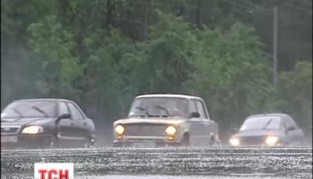 Шквальный ветер и грозы будут бурлить на большей части Украины