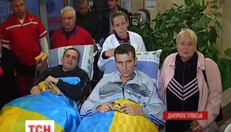 Десять раненых бойцов самолетом отправили в Таллинн