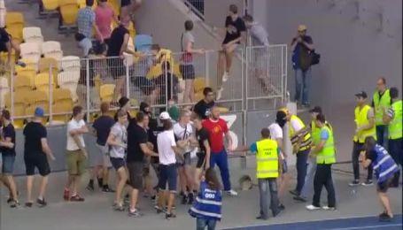 Фанаты устроили драку на матче Днепр - Копенгаген