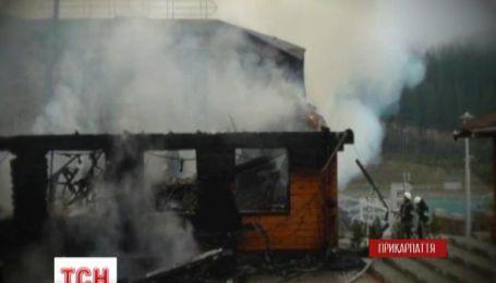 На Прикарпатті згорів один з готельних комплексів