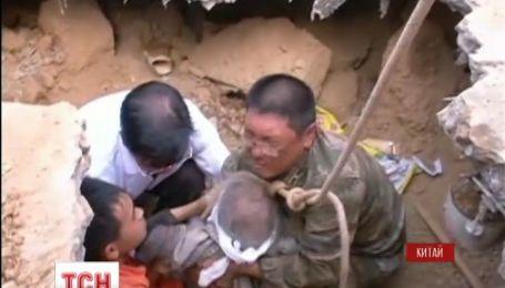 Китайское землетрясение унесло почти шестьсот жизней