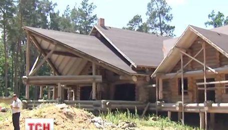 Активісти втомились стерегти недобудований мисливський будинок Пшонки