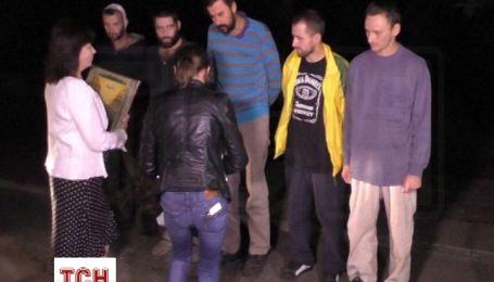 Появилось видео ночного обмена пленными между силовиками и боевиками