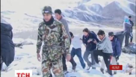 В Гималаях ищут пропавших под лавиной туристов