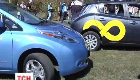 Сьогодні у Києві тестували електромобілі