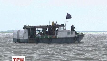 Пором з 250 пасажирами пішов на дно поблизу Бангладеш