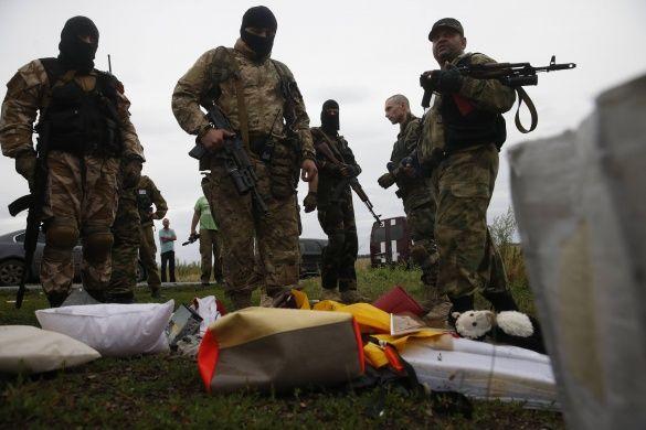 Терористи та місія ОБСЄ біля уламків Boeing_8