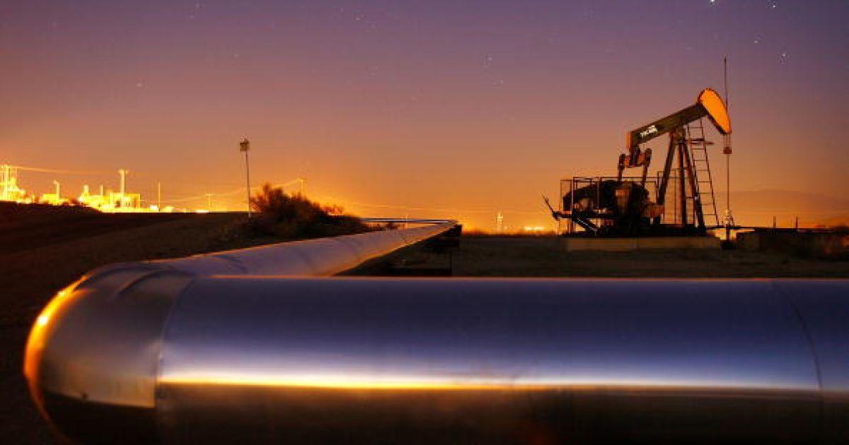 Нефть на мировом рынке за сутки подешевела почти на один доллар