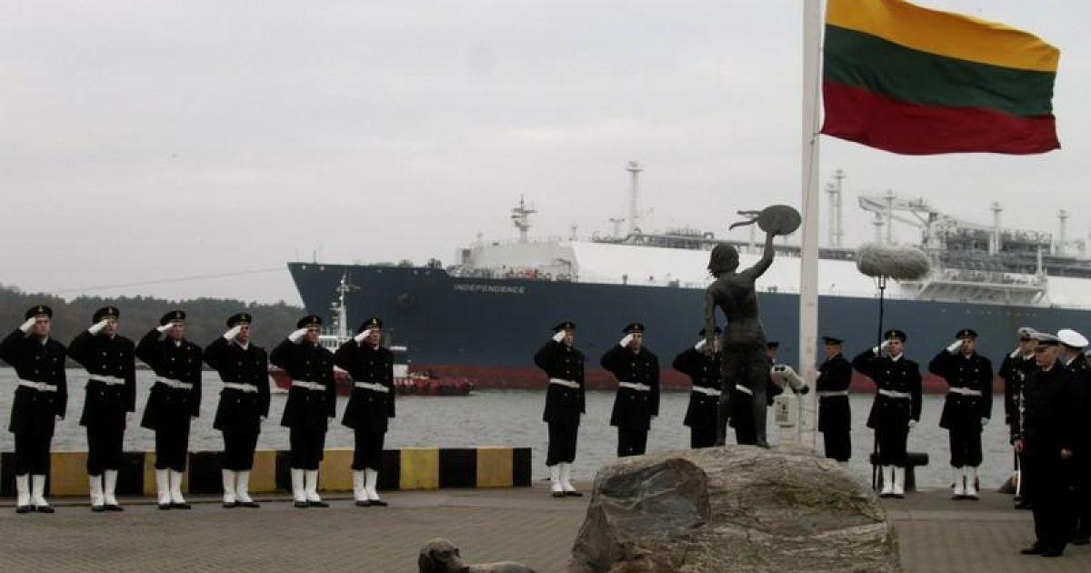 Перший танкер із газом із Норвегію у Литві зустрічали з почесним караулом @ jetsetter/holliwoodlife