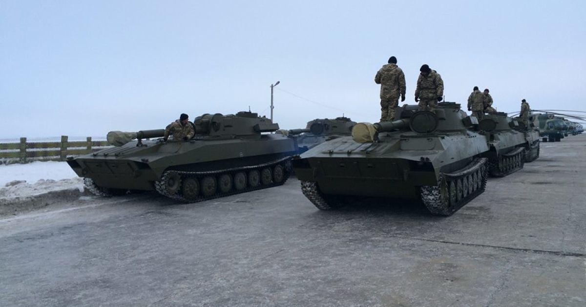 Украинская армия в свой праздник получила огромное количество техники. @ facebook.com/yuri.biriukov