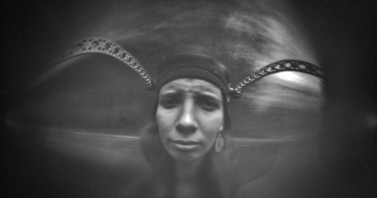Фотограф захотел увидеть, как выглядела бы съемка селфи в эпоху камер-обскур @ ignasphoto.com