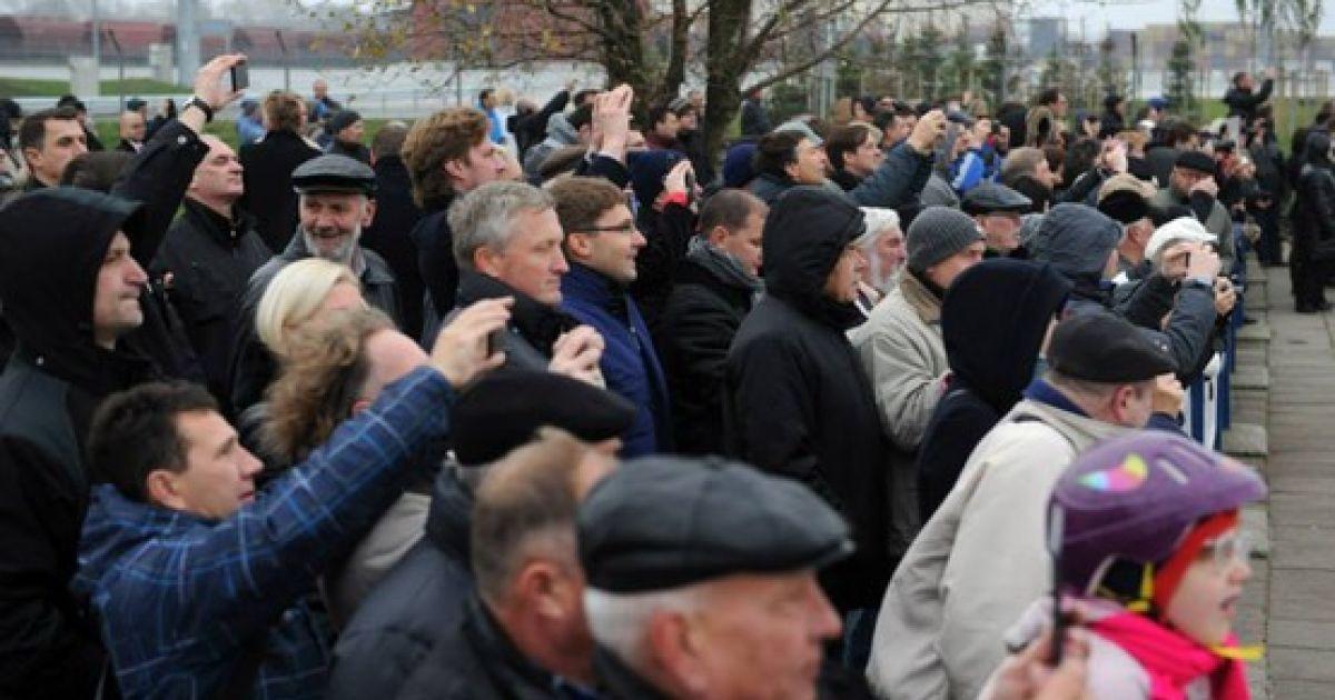 Зустріти танкер із норвезьким газом у порт прийшло чимало литовців @ Fighthype.com