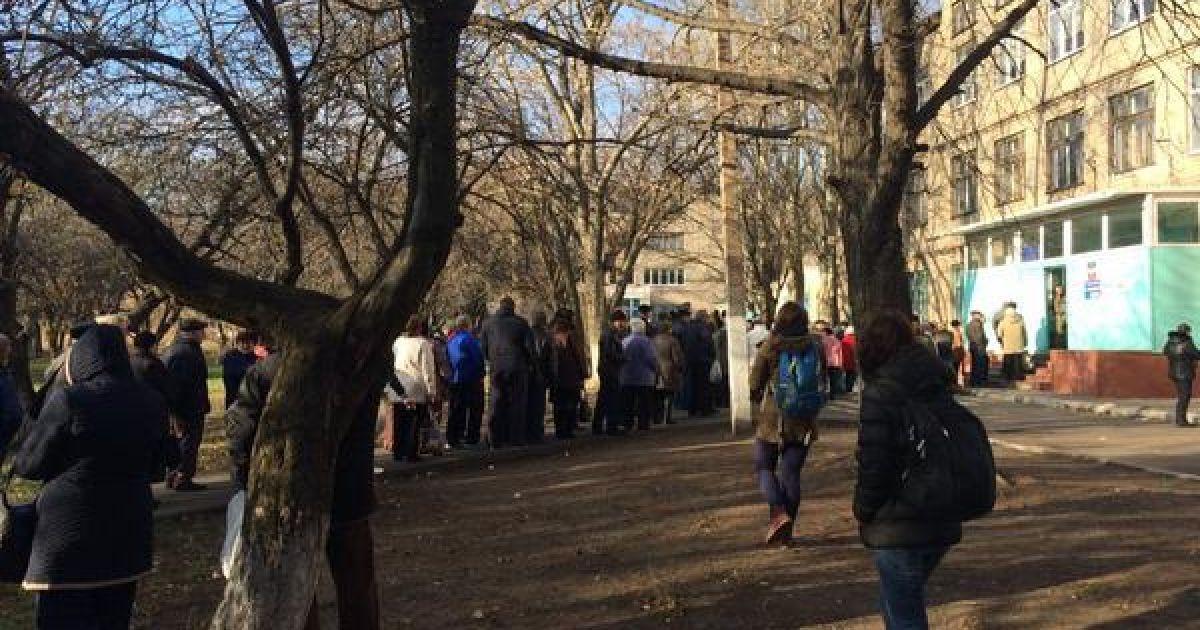 "У Донецьку ""голосують за пиріжки"" @ twitter.com/ChristopherJM"