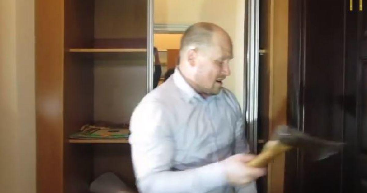 Каплин в Полтаве размахивал топором @ poltava.pl.ua