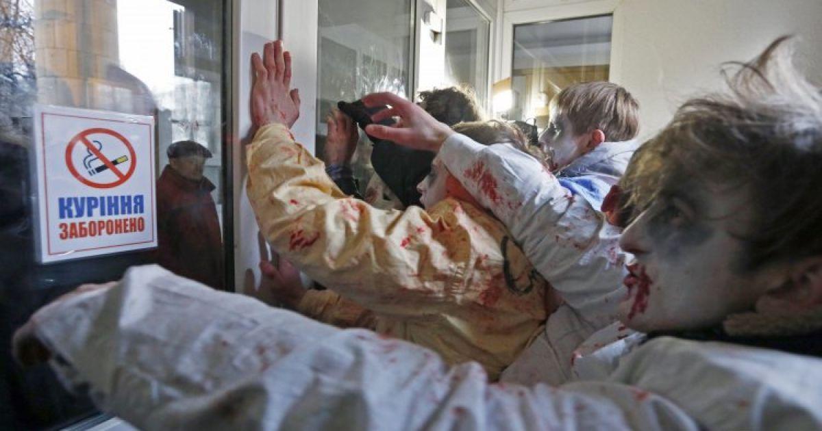 Активісти в костюмах зомбі провели перформанс @ УНІАН