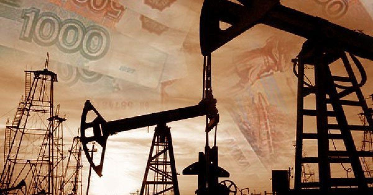Синхронное падение: нефть установила антирекорды цен и потянула за собой российский рубль