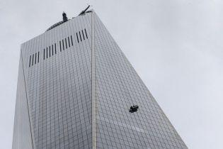 Двоє мийників вікон застрягли на 68-му поверсі Всесвітнього торгового центру в Нью-Йорку