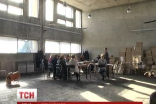 На проблемному окрузі Донеччини ситуація загострилася до озброєного протистояння