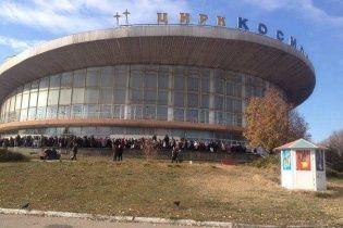 """У Донецьку під цирком вишикувалася довжелезна черга за """"халявною"""" кашею – журналіст"""