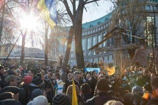 """Активісти зустріли Порошенка вигуками """"Ганьба!"""" на Інститутській"""