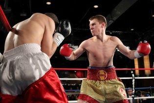 Украинец Голуб нокаутом выиграл десятый бой в профи-боксе