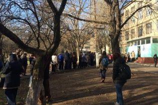 """Боевики """"ЛНР"""" придушили бунт учителей и врачей и угрозами загнали их на """"выборы"""""""