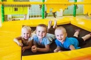 Эксперты назвали страну с самыми счастливыми детьми