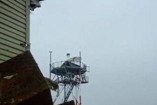 Украинский флаг был поднят над радиостанцией донецкого аэропорта