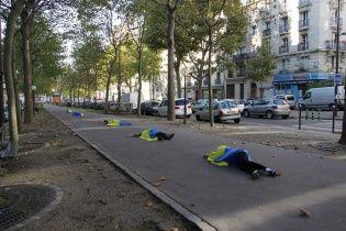 У Парижі художники вкрилися синьо-жовтими прапорами заради українського народу