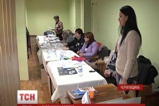 """На Чернігівщині з """"мінуваннями"""" та евакуаціями продовжують рахувати голоси"""