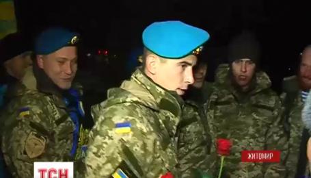 В Житомир полсотни бойцов вернулись из зоны АТО домой в отпуск