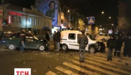 Харківські міліціонери протаранили автомобіль, в якому їхала вагітна жінка