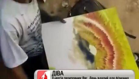 Інтернет вразив художник, який створює шедеври власними пальцями за 10 хвилин