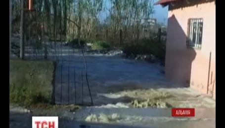 В Албании из-за наводнений погибли по меньшей мере три человека.
