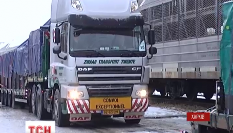 Останні вантажівки з уламками малайзійського Boeing відправляться з Харкова в Нідерланди