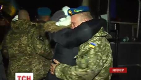 У Житомир повернулися із зони АТО півсотні бійців