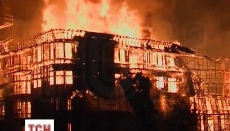 В Лос-Анджелесе пытаются потушить масштабный пожар