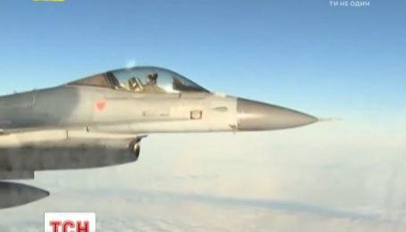 В НАТО заявляют, что российские войска движутся вглубь Украины