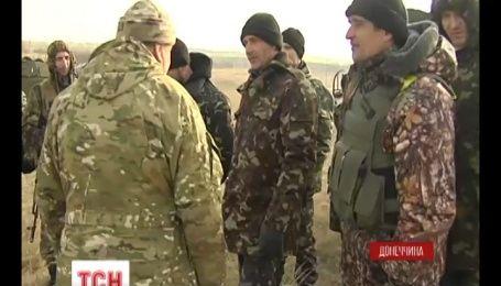 Под Мариуполем защитники готовятся воевать с танками