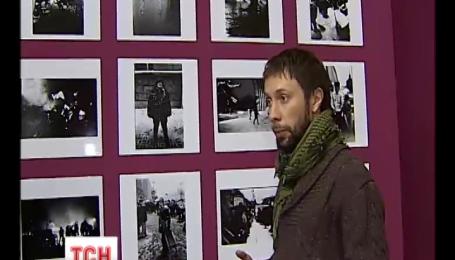 """Выставку фотографий с Майдана открыли """"Художественном арсенале"""""""