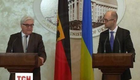 Яценюк заявил о том, что Россия грубо нарушает минские договоренности